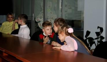 Ученики начальной школы Областного центра образования Новосибирской области приняли участие «Неделе безопасности дорожного движения»